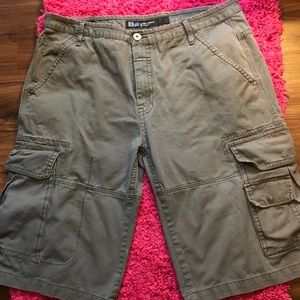 Like New Men's B&T Authentic Girbaud Cargo Shorts